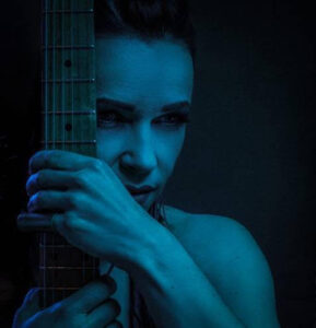 Erja Lyytinen aloittaa Blueskuningatar- kiertueen tänään