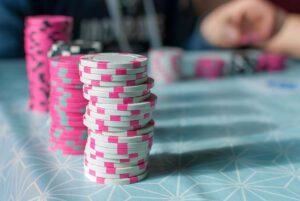 Mitä ravintoloiden pokeri- ja rulettipöytien tilalle?